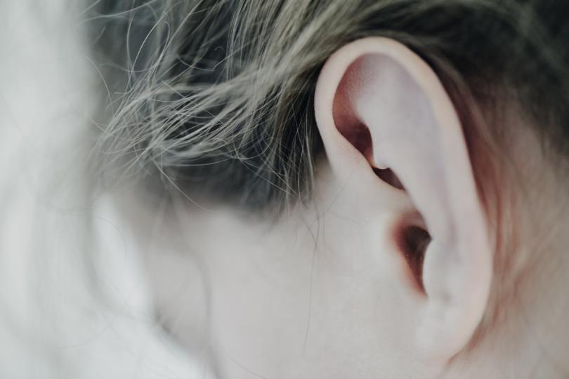<p><strong>За стилизиране на коса с лак</strong></p>  <p>Ако постоянно се борите с щръкнали бебешки коси в периферията на лицето ви, четката за зъби ще ви помогне значително! Пръснете четката за зъби с лак за коса за силна фиксация и старателно захлаждете косъмчетата, които ви дразнят. Лесно, бързо и най-важното - супер ефективно за една прилежна прическа!</p>