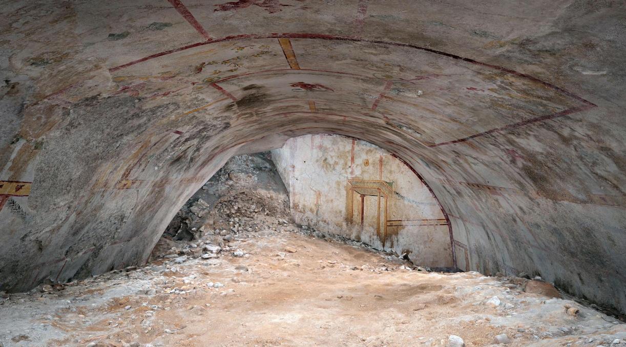 Италиански археолози достигнаха до неизвестна до сега стая в Nero Domus Aurea, по-известен като Златния дворец на Нерон.