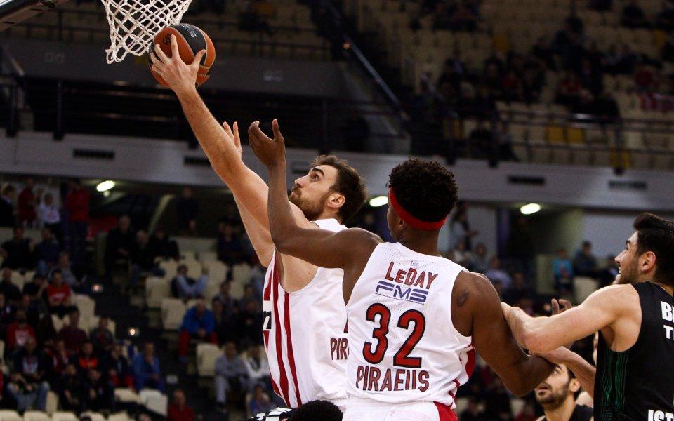Везенков и Олимпиакос с успех за край на редовния сезон в Гърция