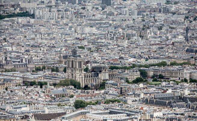 """Токсичен район в Париж след пожара в """"Нотр дам"""""""