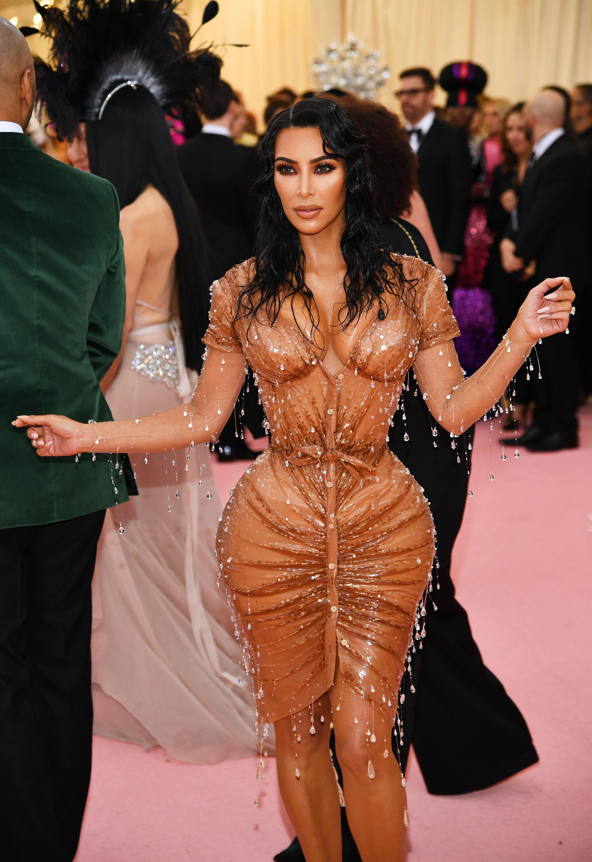 Кардашиян отново привлече погледите към себе си.<br /> Нейният тоалет бе дело наТиери Мюглер и благодарение на произведението, Ким се озова в листа за най-добре облечени звезди на вечерта.