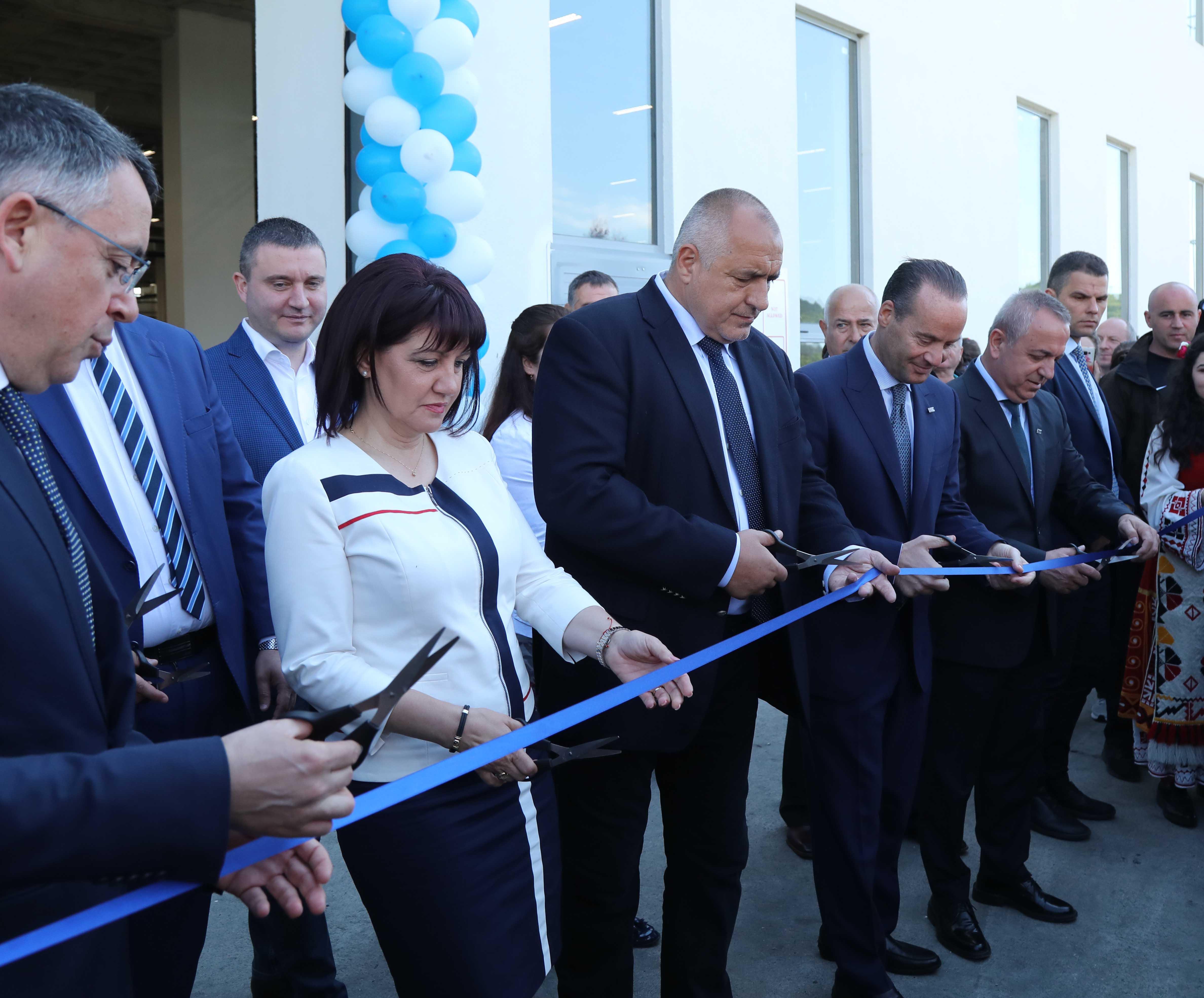 В Кърджали премиерът присъства на откриването на четвърти завод на компания, произвеждаща изделия за автомобилостроенето