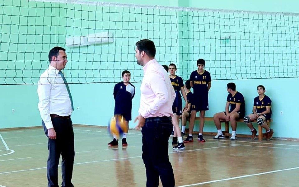 Откриха обновената спортна зала в град Белово