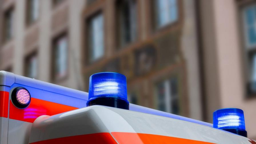 Кола и мотор катастрофираха в София, двама пострадали