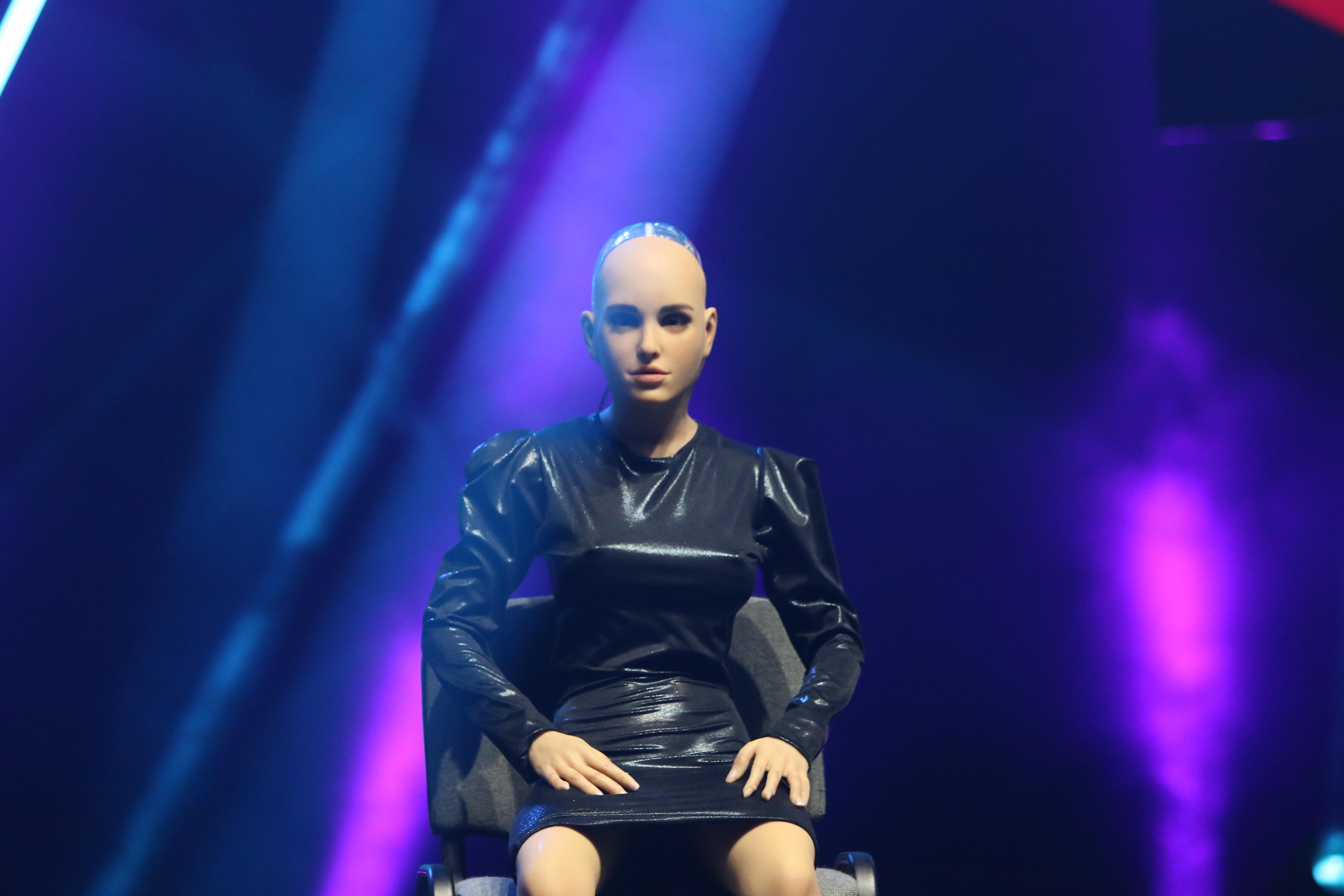 Първият робот-компаньон Harmony.