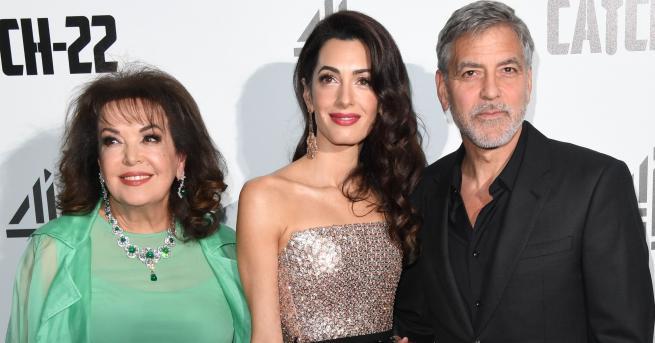 Джордж Клуни често се поява на събития заедно със своята