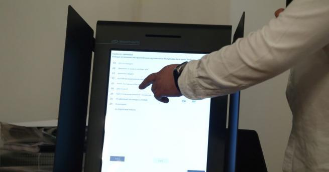 България На първо четене: Отмениха машинното гласуване на местни и