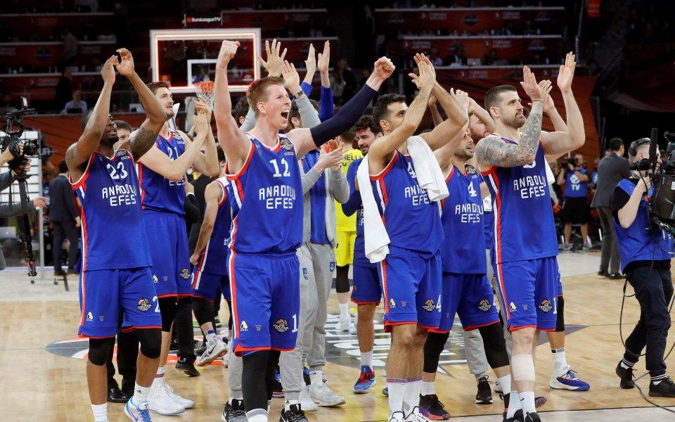 Анадолу Ефес Истанбул продължи победната си серия в баскетболната Евролига
