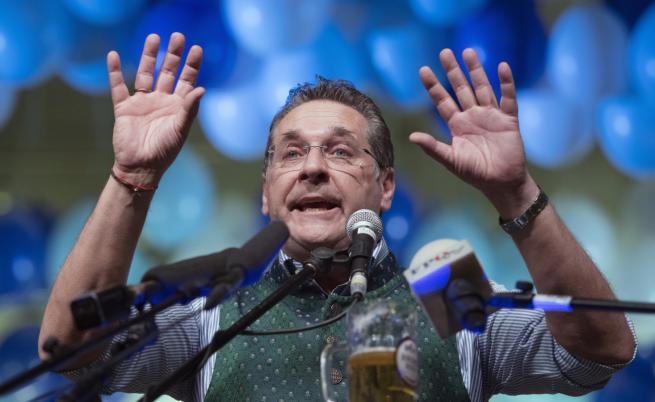 Предсрочни избори в Австрия след скандал с руска връзка