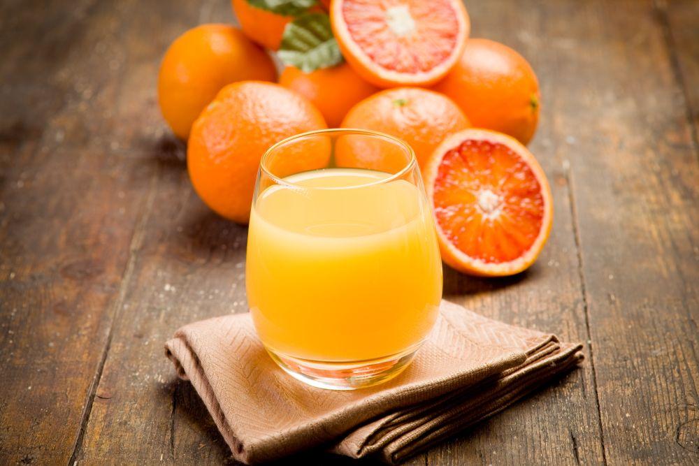 <p>Портокали - Заздравяват венците и намаляват възпалението им. Съдържат витамин С.</p>