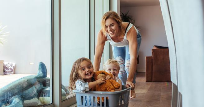 Две деца+майка и татко=четирима души със собствена визияза живота. Средностатистическото