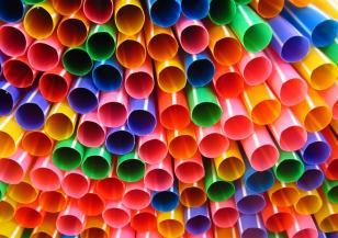 ЕС забранява някои пластмасови изделия