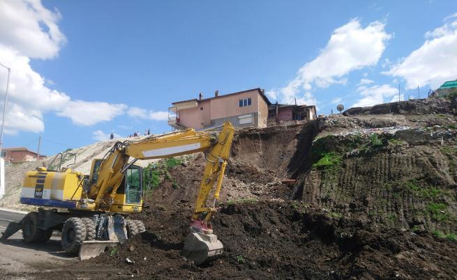 Срутване върху нов булевард във Варна