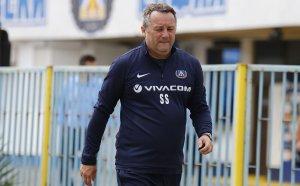 Левски може да се размине с фаворита си за нов старши треньор