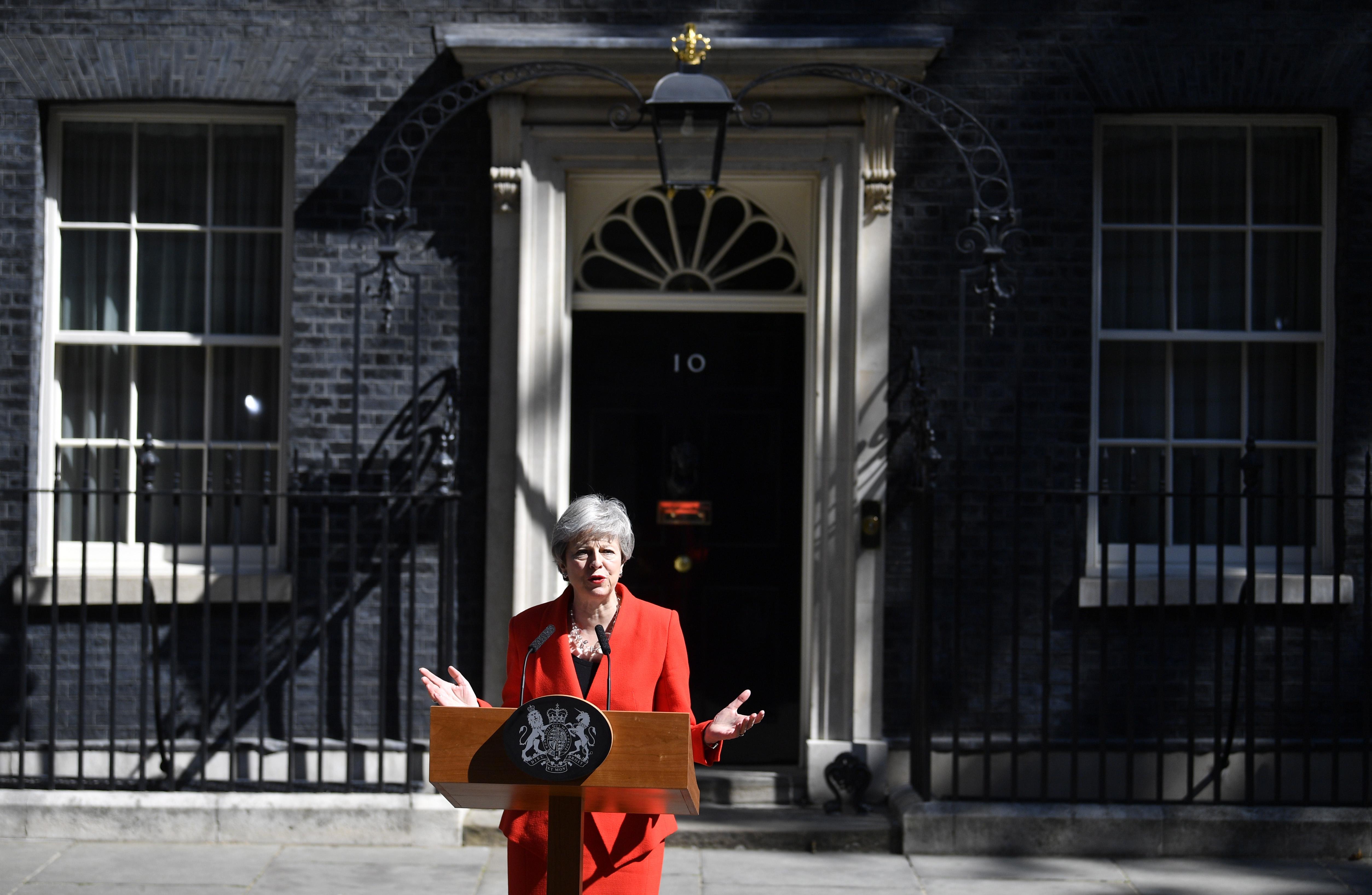 """""""Вече ми е ясно, че е в най-добър интерес на страната, нов министър да продължи с усилията за Брекзит"""", заяви Мей"""