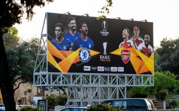 Арсенал замина за Баку с големи усмивки преди финала