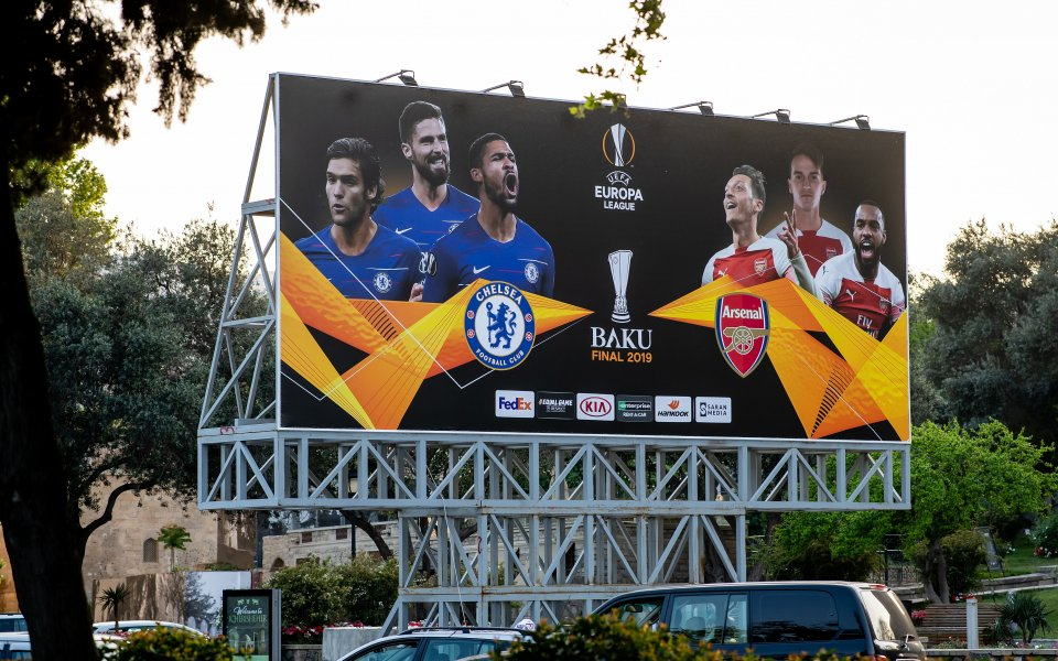 Звездите на Арсенал отпътуваха за азербайджанската столица Баку с голямо