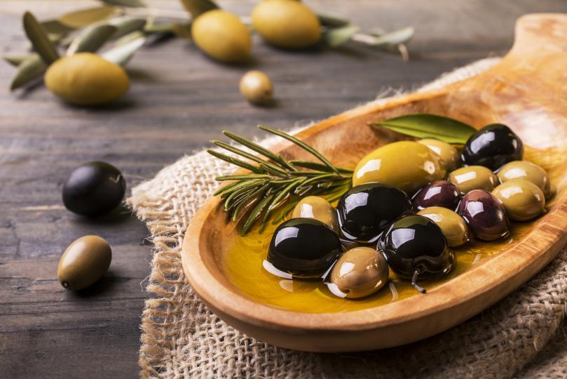 <p><strong>Маслини</strong></p>  <p>Десет маслини на ден или лъжица зехтин помагат да се преборите с килцата. Те подобряват абсорбцията на мазнините и премахват токсините.</p>