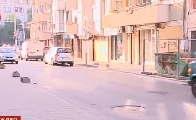 Спор за паркиране - футболист хвърлял пари и потеглил със скоби