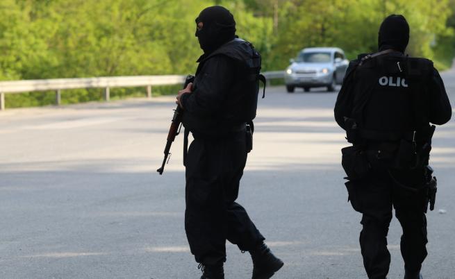 Откриха следи от заподозрения за убийствата в Костенец