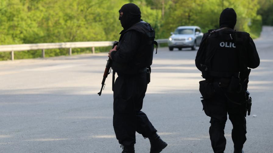 <p>Откриха следи от заподозрения за убийствата в Костенец</p>