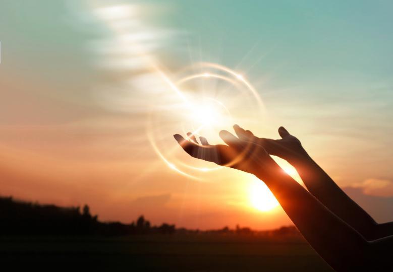<p><strong>5 ноември &ndash; ден за работа и пазаруване.</strong> Луната във Водолей ще бъде отговорна за предаването на положителна енергия. Тази комбинация влияе положително върху интелектуалното представяне на хората, върху тяхната активност. В този ден е добре да влагате във всяка работа, особено ако е свързана с числа, дълбок размисъл. Квадратурата на Луната и Меркурий ще направи деня идеален за пазаруване.&nbsp;</p>