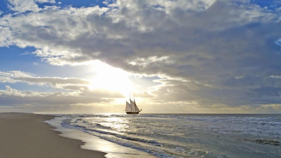 <p>&quot;<strong>Морето само живите обича...&quot;</strong></p>