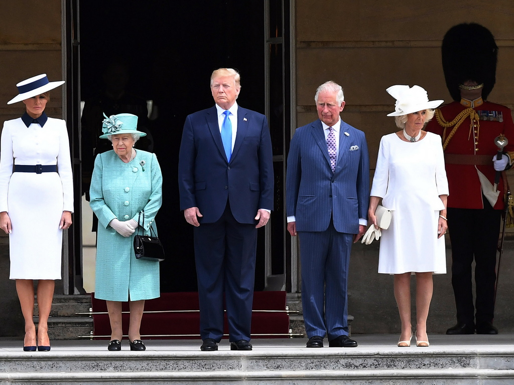 Американският президент Доналд Тръмп пристигна с първата дама Мелания Тръмп в Бъкингамския дворец в Лондон, за да бъде посрещнат от кралица Елизабет II.