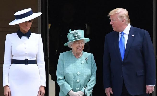 Тръмп и Мелания при кралицата, скандал преди кацане