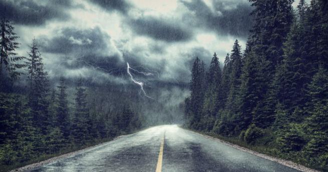 България Дъжд и гръмотевици, опасно време в почти цялата страна