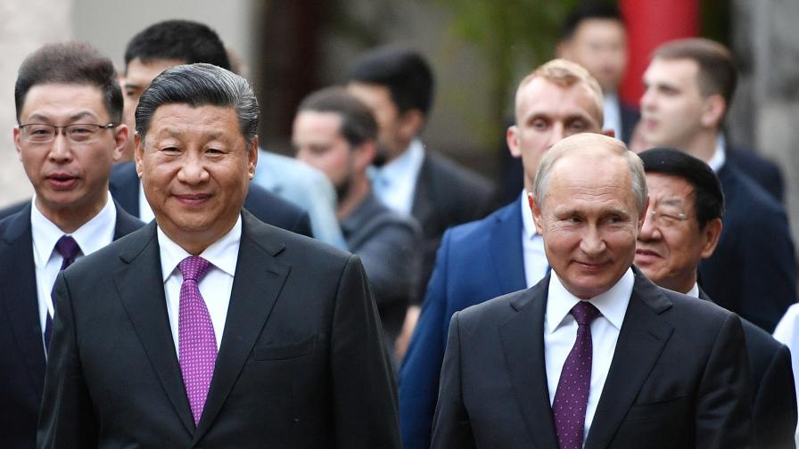 <p>Си Цзинпин: Путин е най-близкият ми приятел</p>