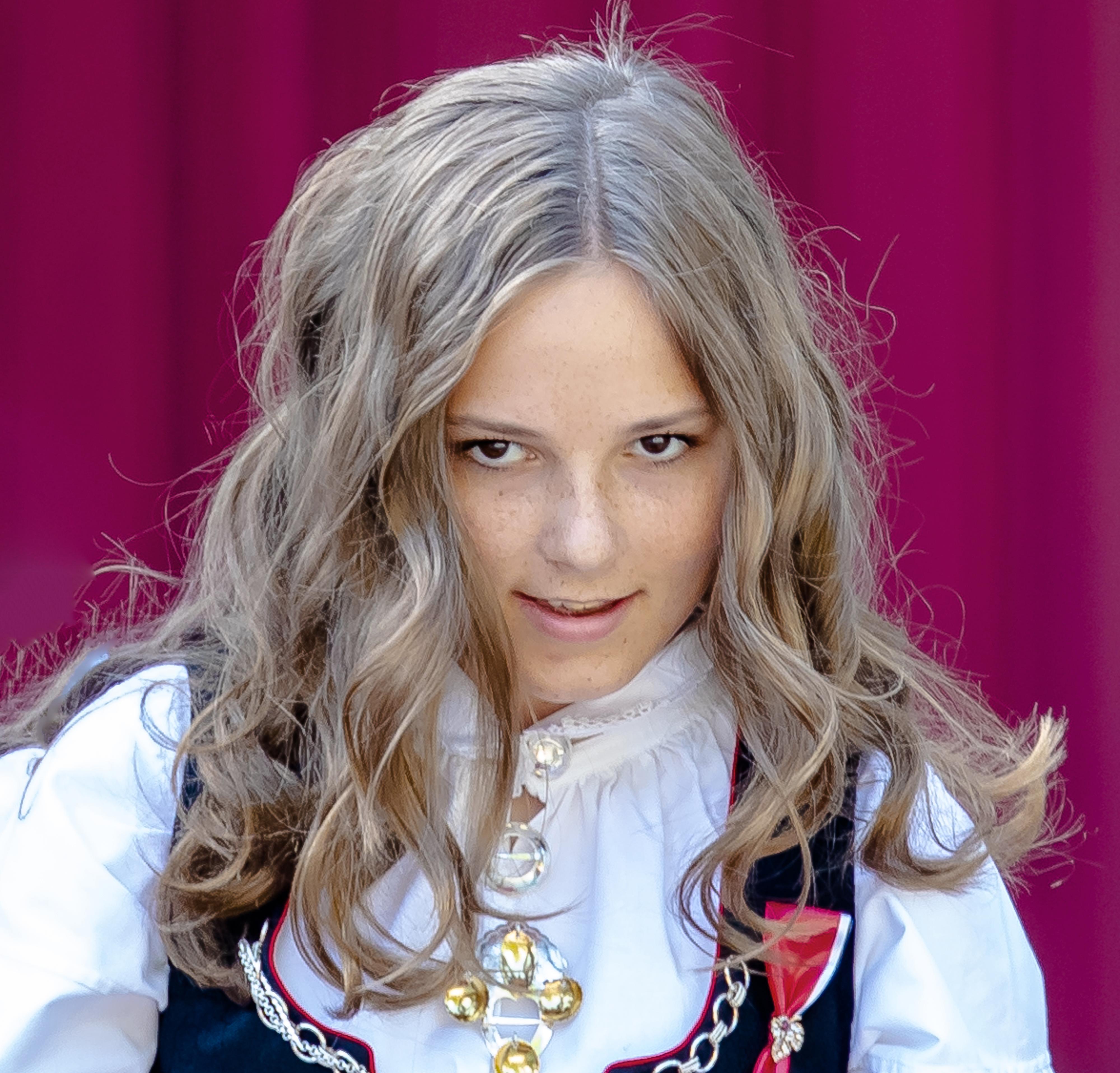 Принцеса Ингрид Александра Норвежка, 15-годишна<br /> Принцеса Ингрид Александра е дъщеря на норвежкия престолонаследник принц Хокон и съпругата му, принцеса Мете-Марит.