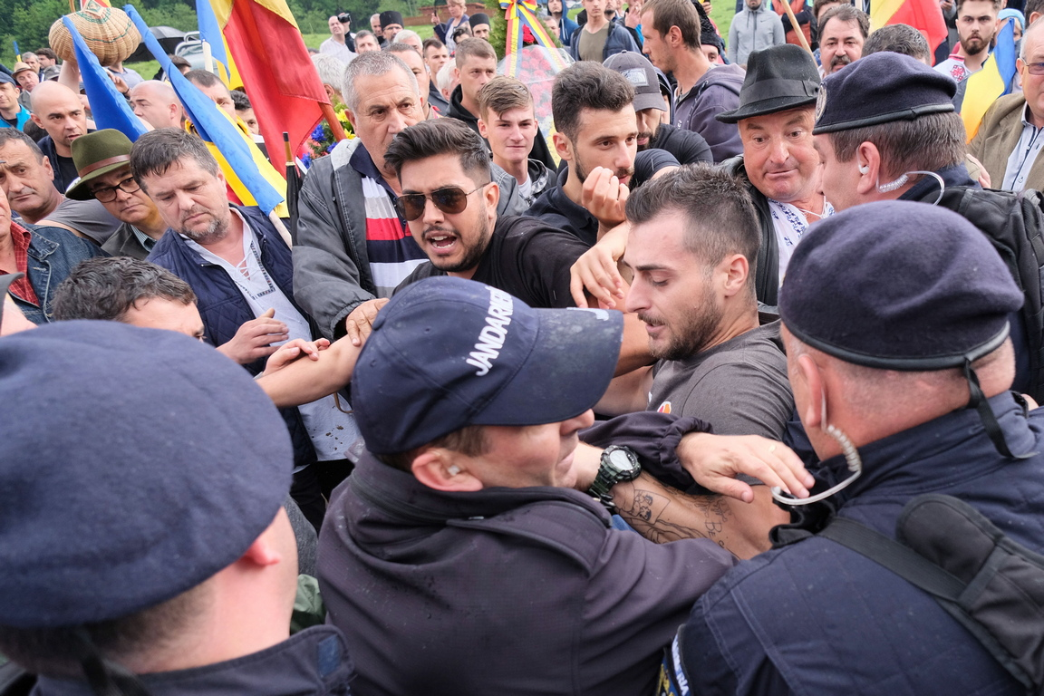 Ръководителят на румънската дипломация е отправил към унгарския си колега искане да изпрати много ясно послание към унгарската общност в Румъния за избягване на конфронтациите и на ескалацията на напрежение, съобщи румънското МВнР.