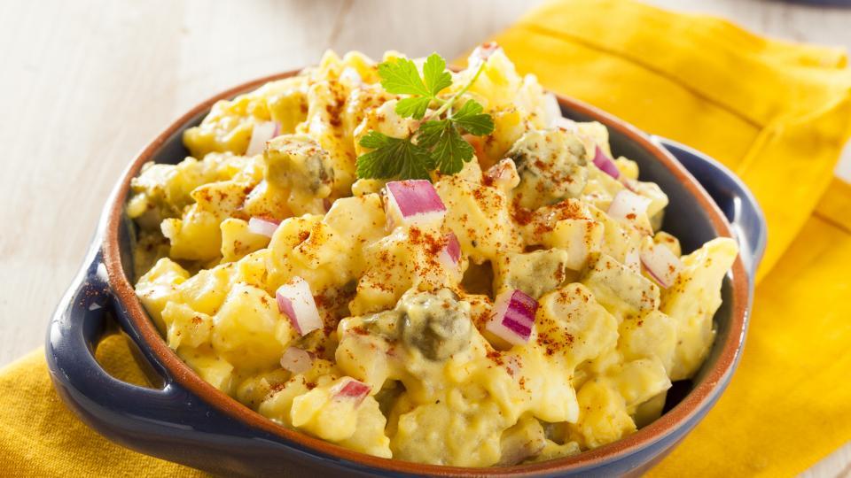 Картофена салата с репички и целина