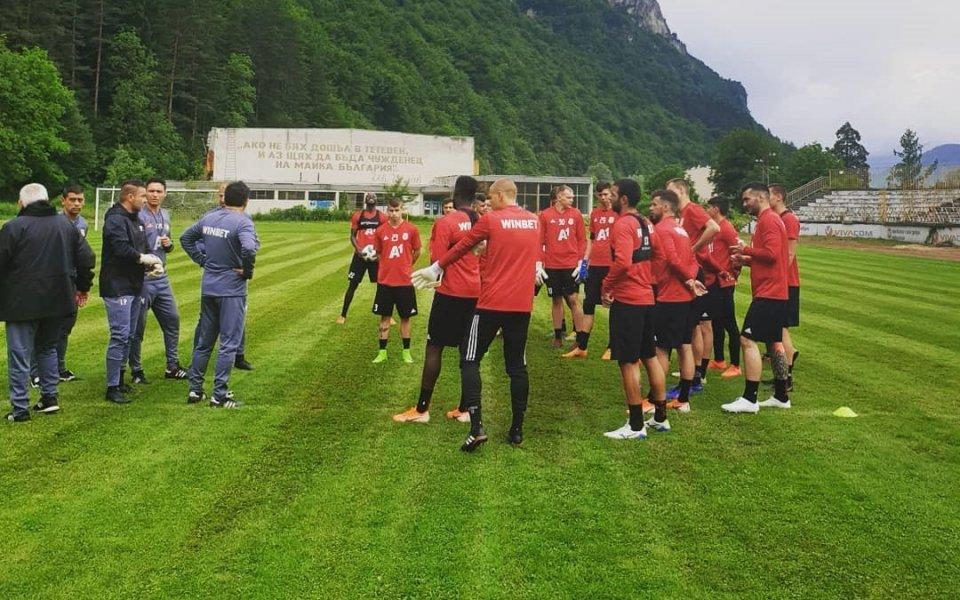 ЦСКА води двуразови тренировки в Тетевен