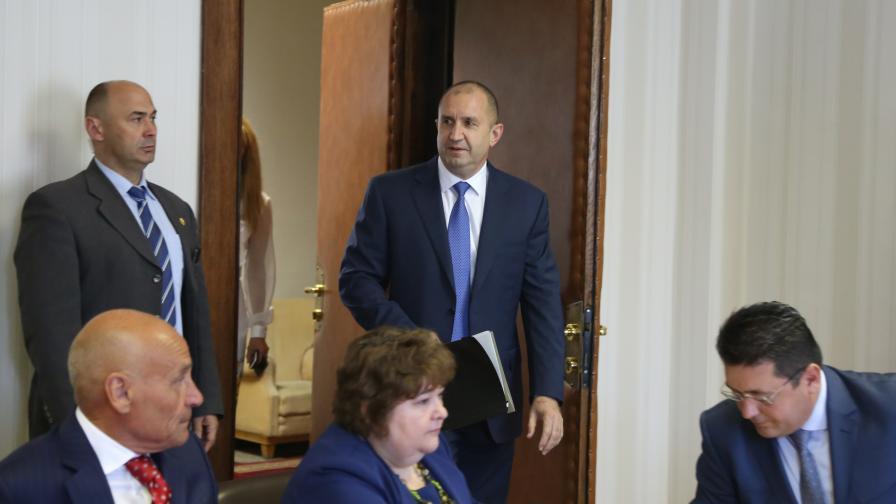 Радев за главния прокурор: Обществото трябва да получи гаранции