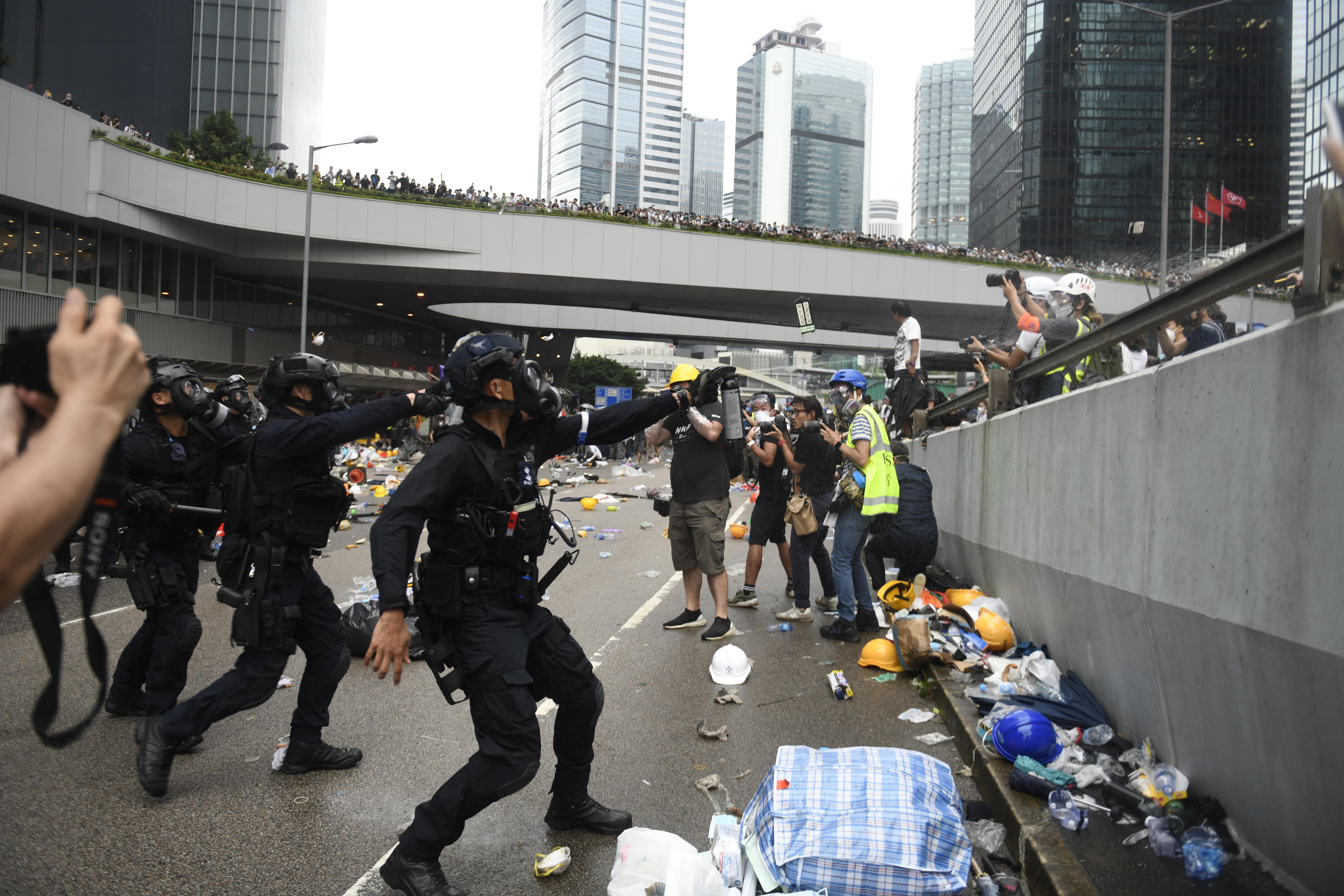Стотици хиляди протестиращи се обявиха срещу проектозакона за екстрадицията към Китай