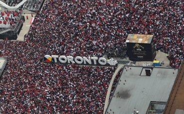 Стрелба и 4-има ранени на шампионския парад в Торонто