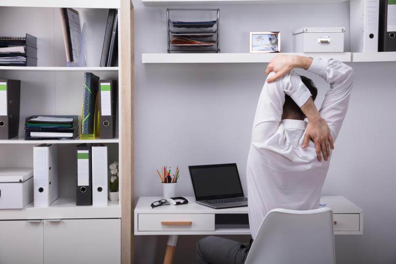 <p><strong>Заседнал начин на живот</strong>Офисният стол е основният враг на здравето в града. Доста учени са установили, че колкото повече време прекарва човек в седнало или легнало положение, толкова по-голям е рискът от развитие на различни заболявания – рак на дебелото черво, белите дробове и шийката на матката. Няма значение дали спортувате в свободното си време: столът, диванът и фотьойлът продължават да ви убиват, докато почивате или работите.</p>