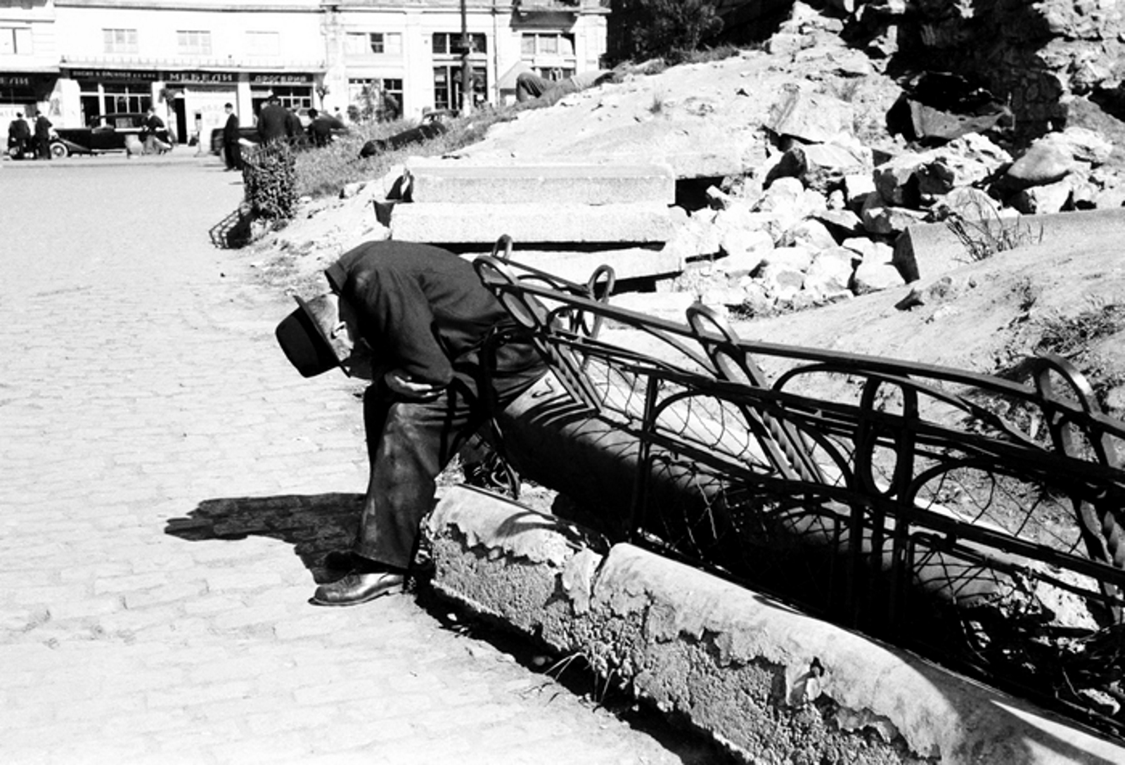 Мъка след бомбардировките, 1944г. Фотограф: Тодор Славчев
