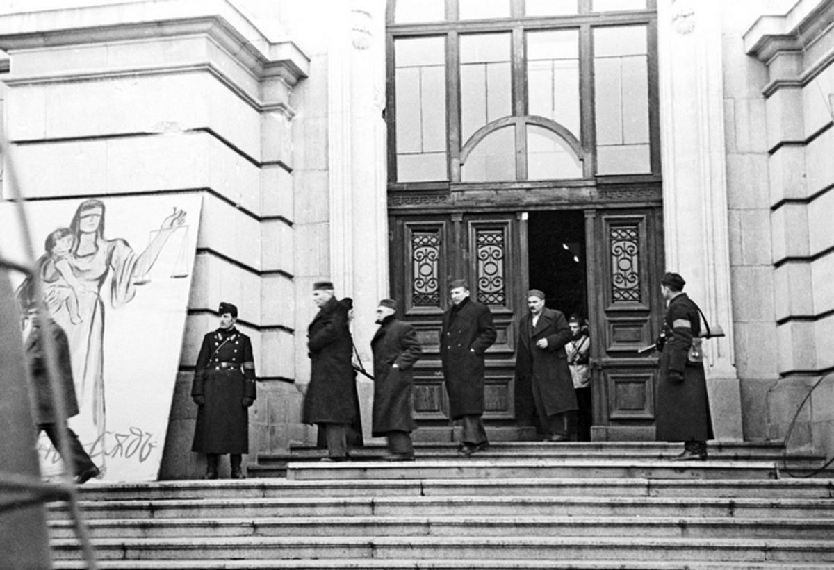 Подсъдимите от Народния съд. Университета, 1944г. Фотограф: Тодор Славчев