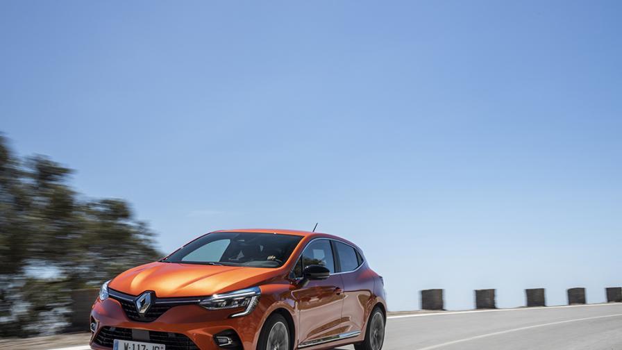 Зад волана на Renault Clio