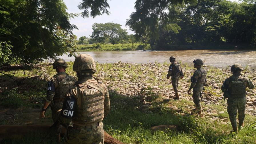 <p>Мексико прати 15000 войници на границата със САЩ</p>