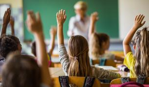 <p>Какво ще учат децата за епохата на социализма</p>