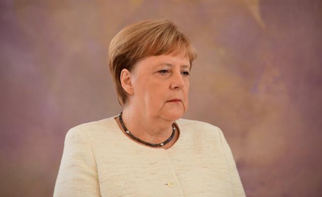 Ангела Меркел отново се разтрепери, свързват го с жегите