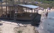Заведение изникна до вълните в Ахтопол