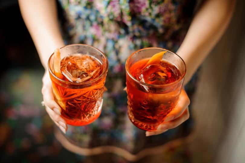 <p><strong>Необходими са:</strong> водка, сок от боровинки и сок от грейпфрут. Всичко се разбива в шейкър с лед. Коктейлът се изсипва във висока чаша с лед. Украсява се с мента.</p>