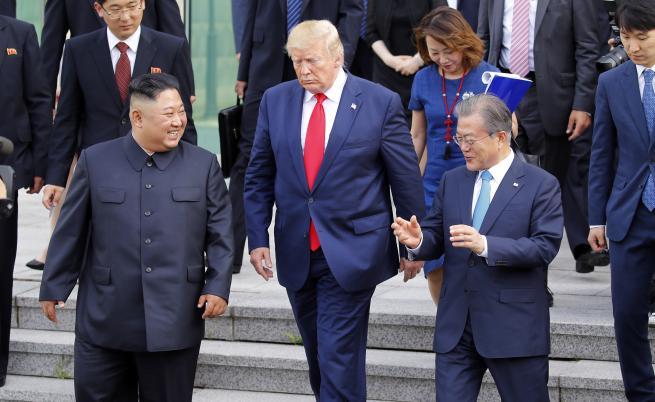 Тръмп за първи път стъпи в Северна Корея