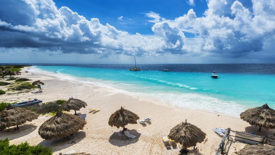 <p><strong>Кюрасао</strong> &ndash; нешлифованият <strong>диамант на Карибите</strong></p>