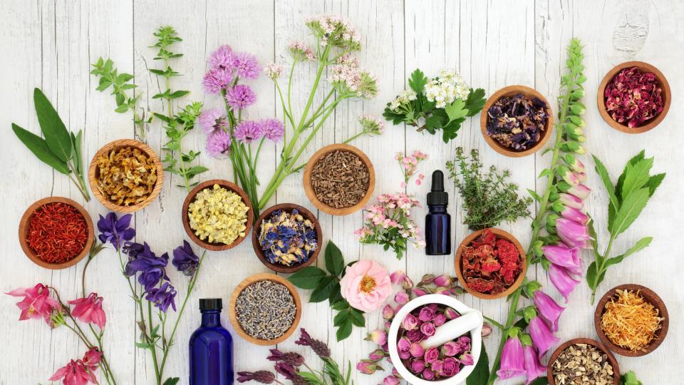 4 етерични масла, които ще преобразят кожата ви